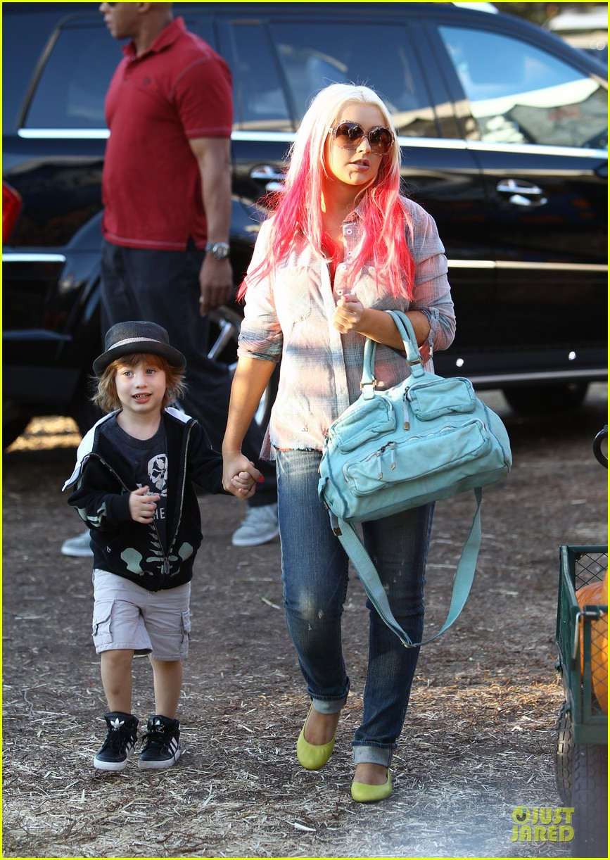 christina aguilera matthew rutler mr bones pumpkin patch with max 052738273