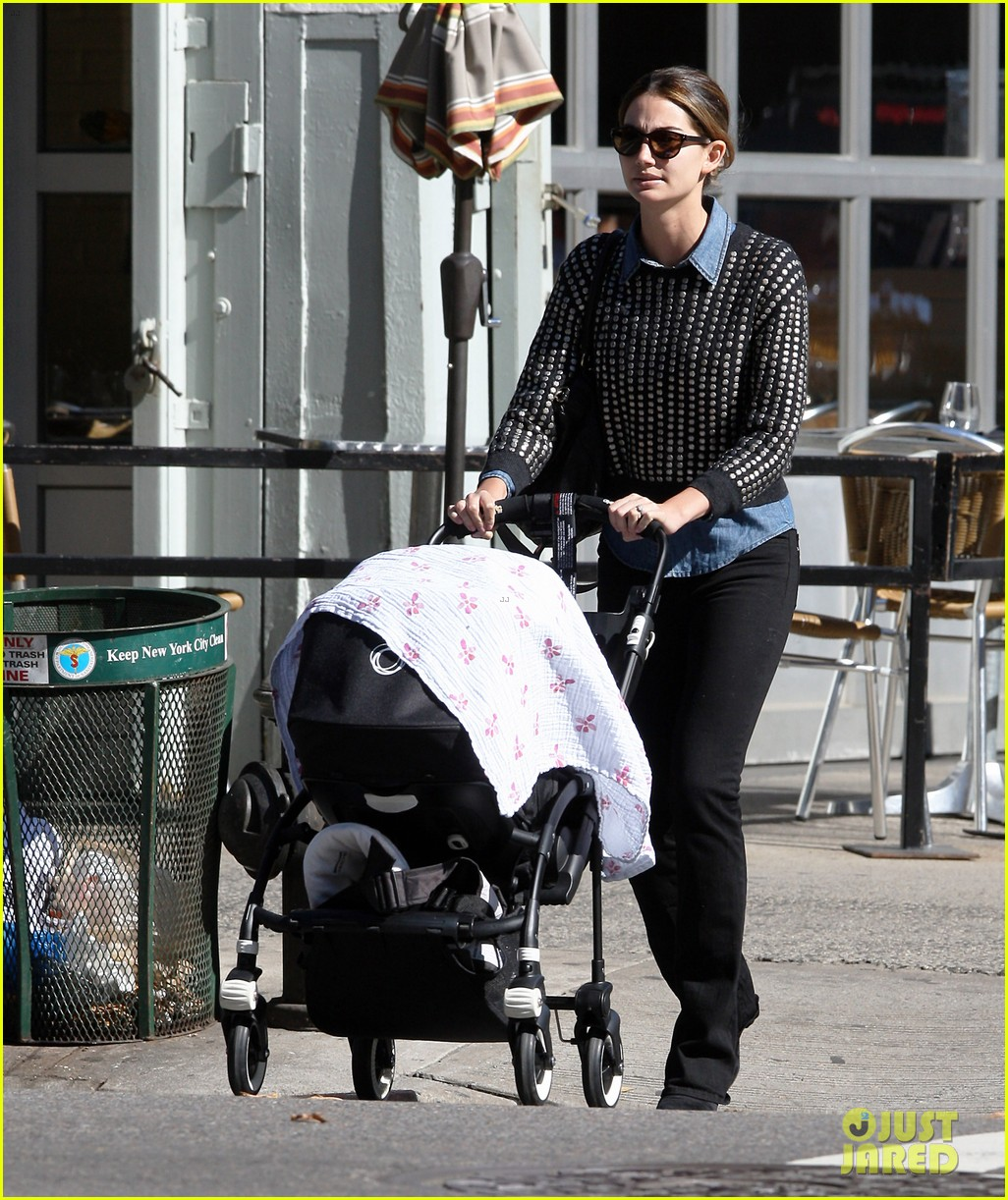 lily aldridge caleb followill big apple stroll with dixie 07