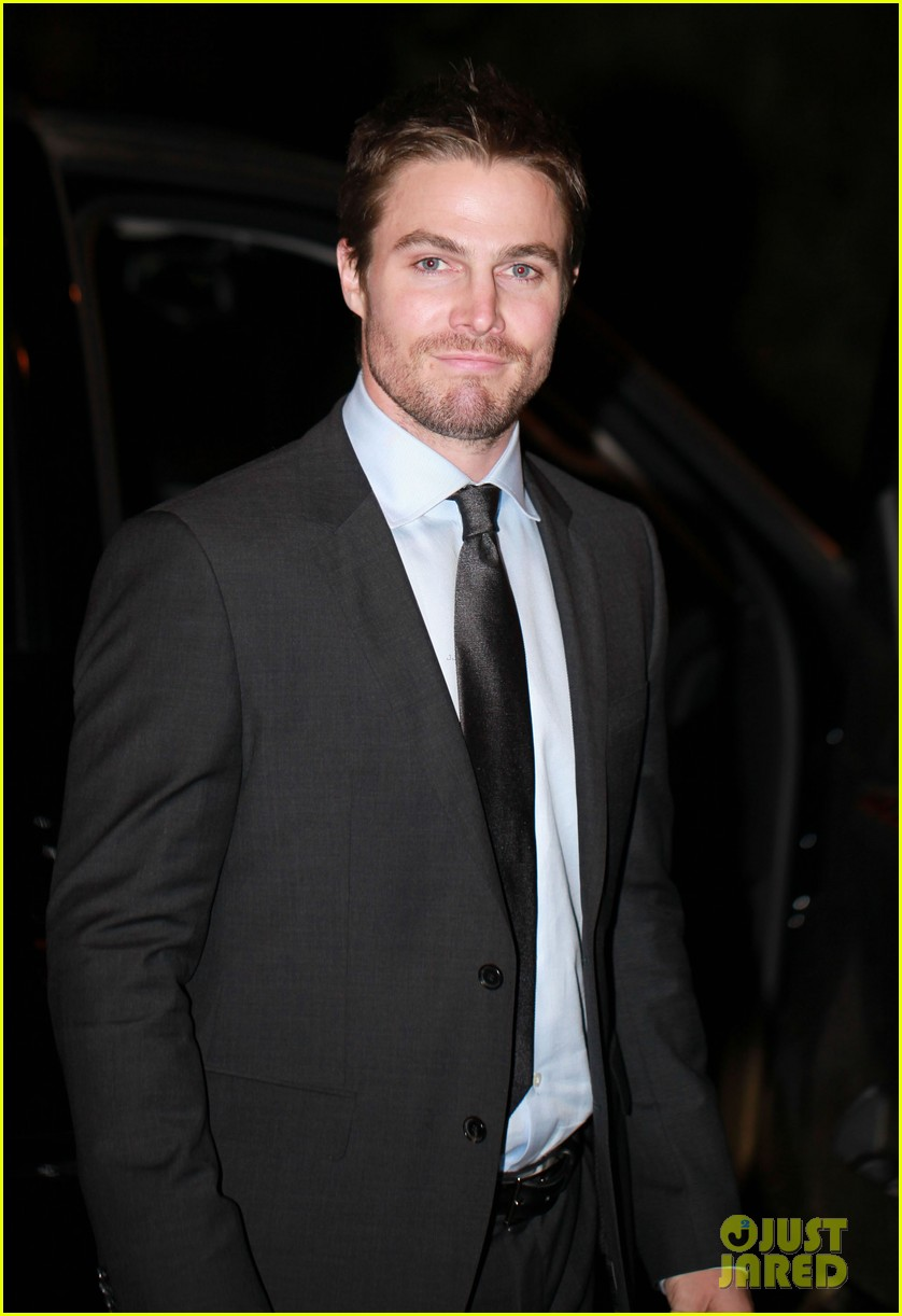 stephen amell arrow night scene 06