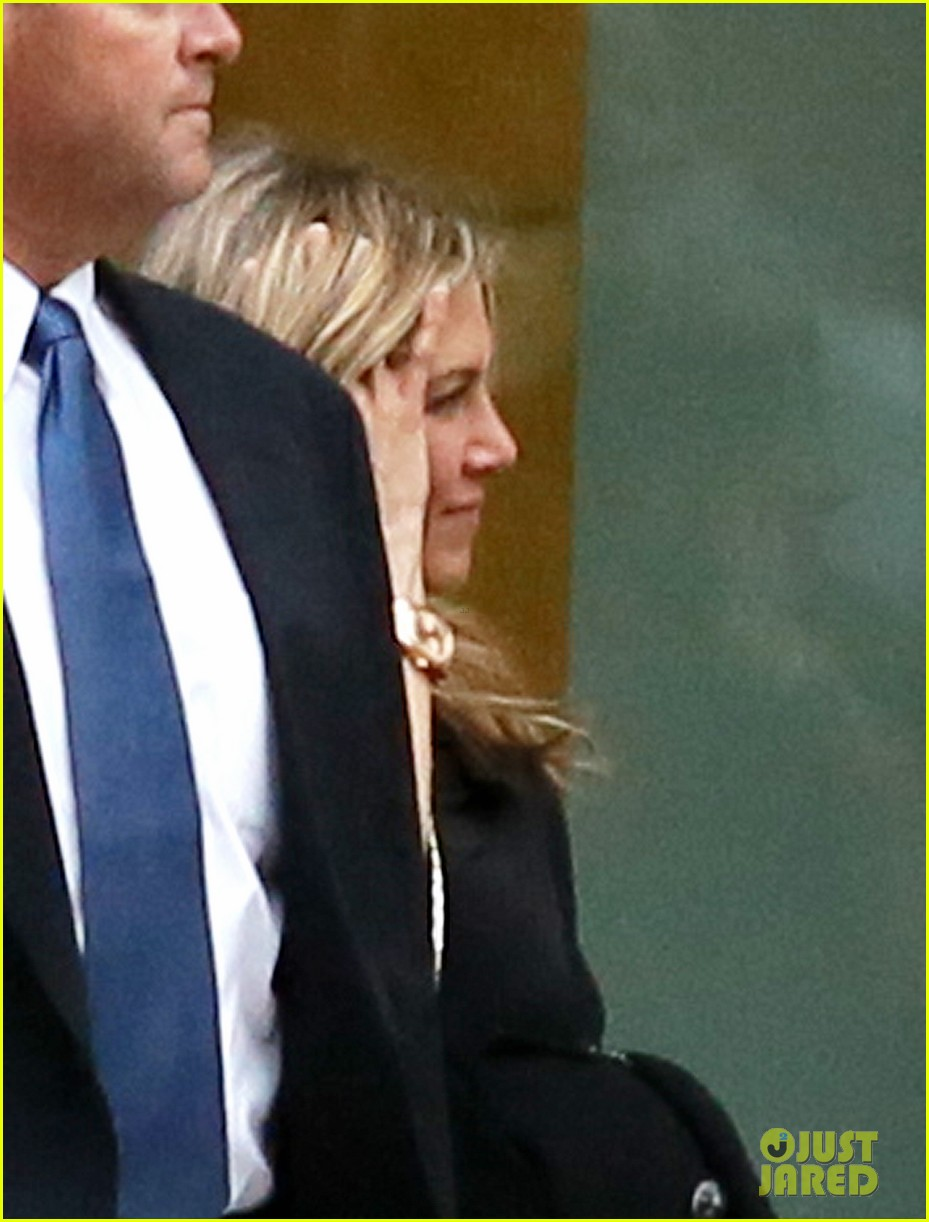 jennifer aniston boston business meeting 02