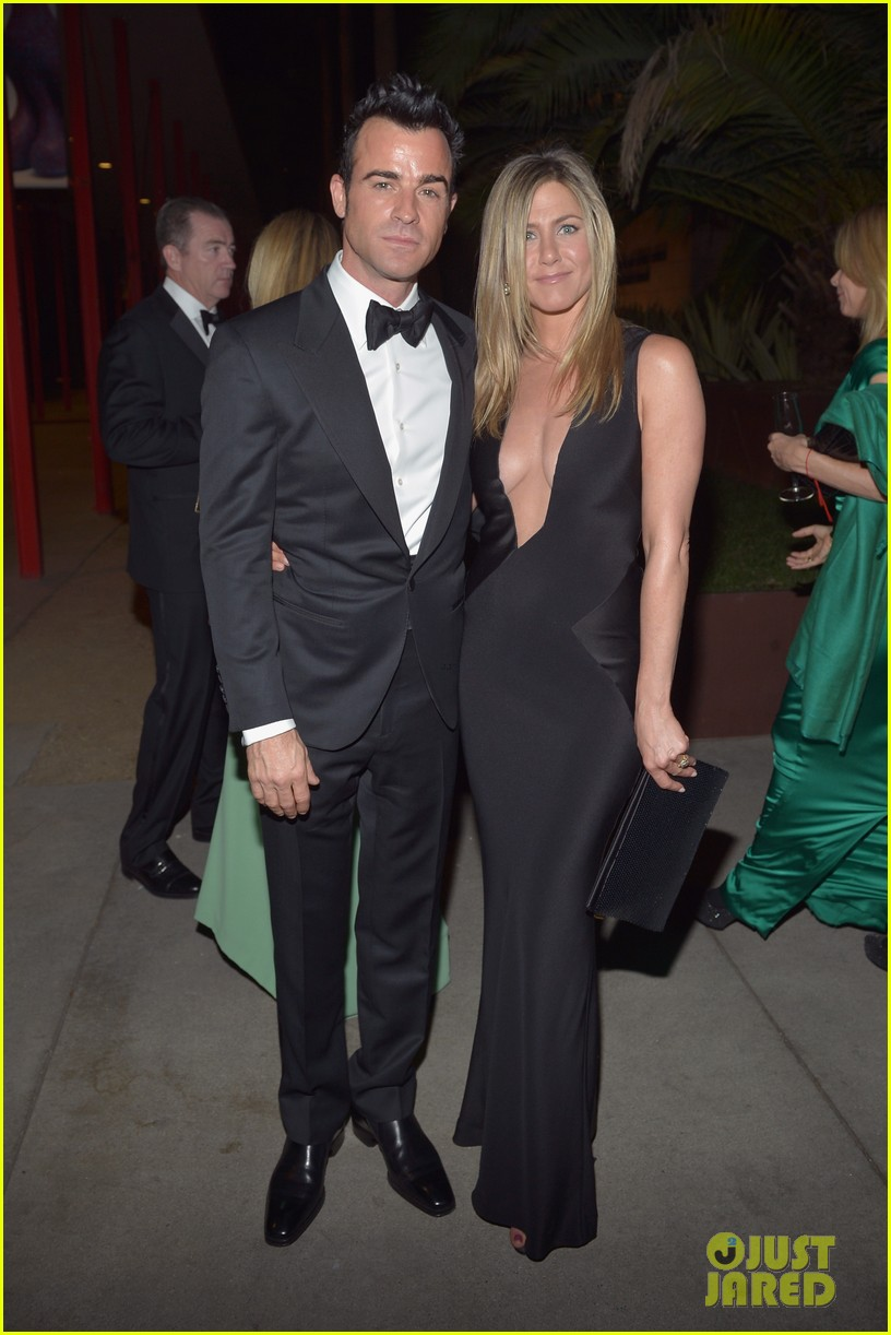 jennifer aniston justin theroux lacma gala with drew barrymore 092746689