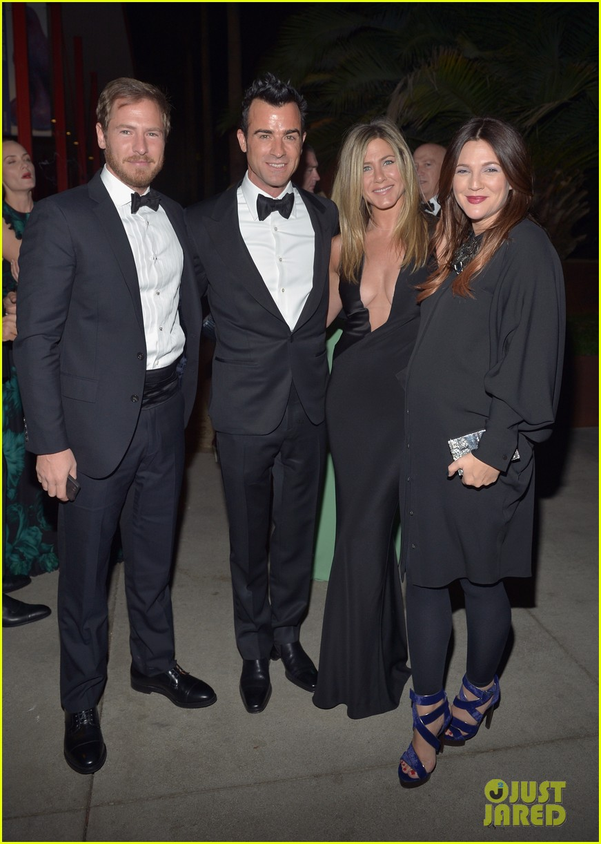 jennifer aniston justin theroux lacma gala with drew barrymore 112746691