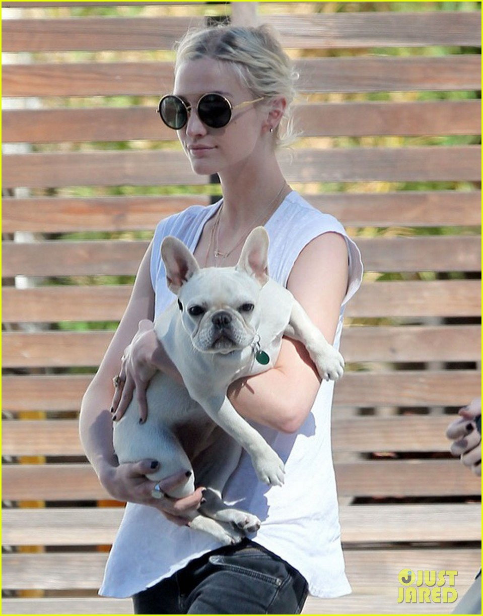 ashlee simpson still smiling 02