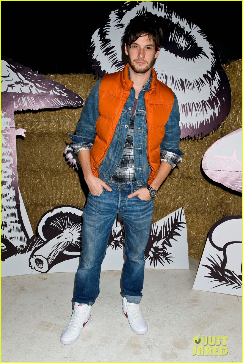 ben barnes just jared halloween party 2012 03