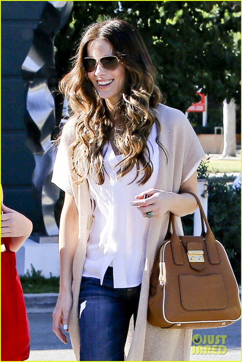 kate beckinsale tavern family lunch 042747102