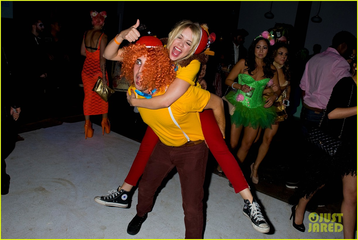 ashley benson chord overstreet just jared halloween party 21