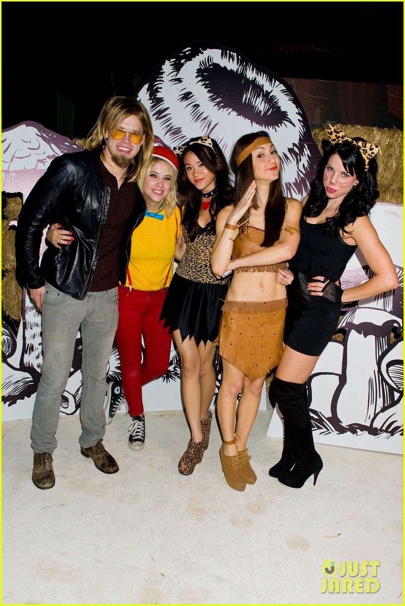 ashley benson chord overstreet just jared halloween party 29