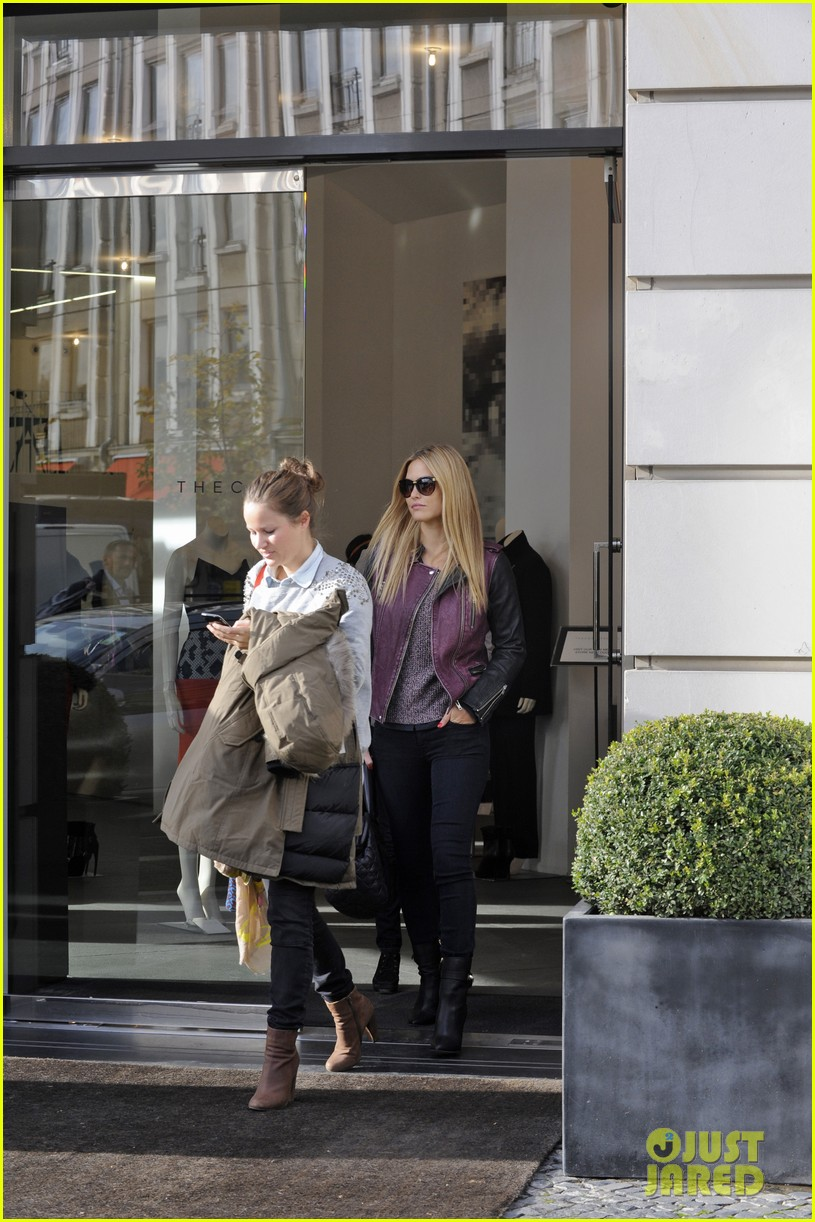 bar refaeli berlin shopping spree 13