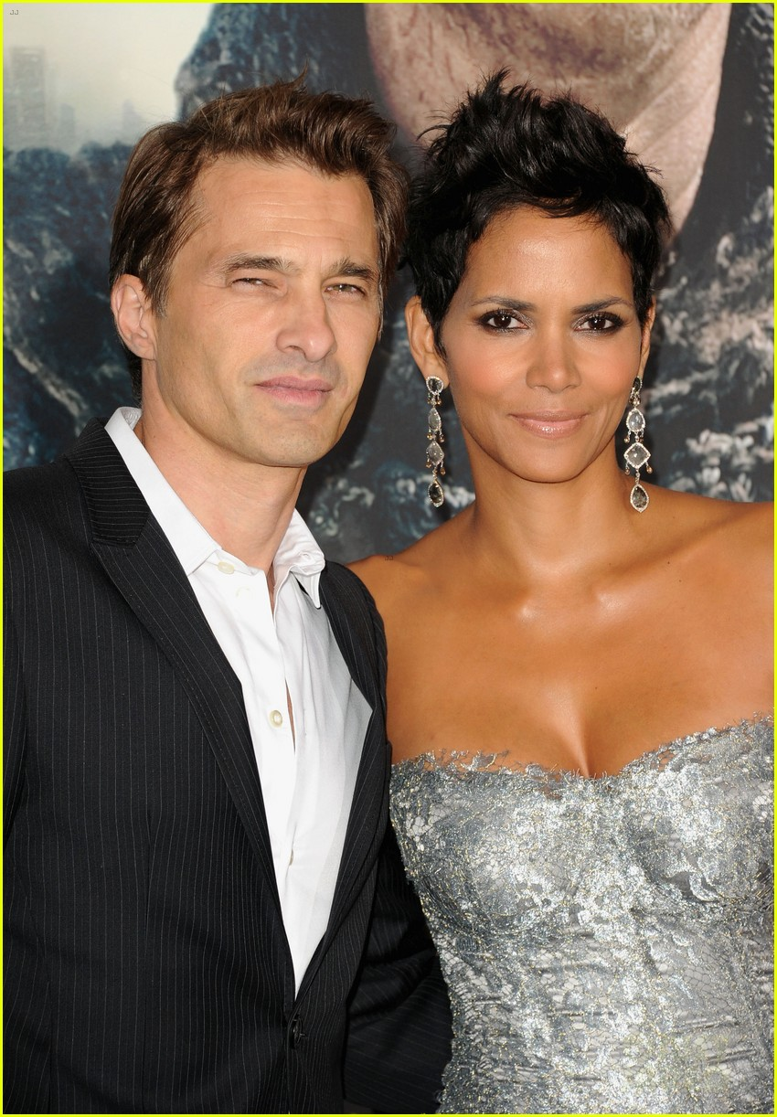 halle berry cloud atlas premiere with olivier martinez 02