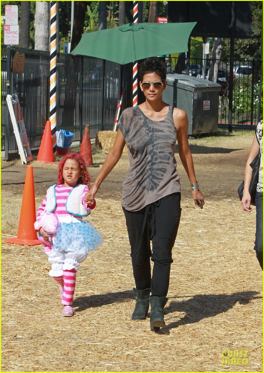 halle berry nahla pumpkin patch pair 01