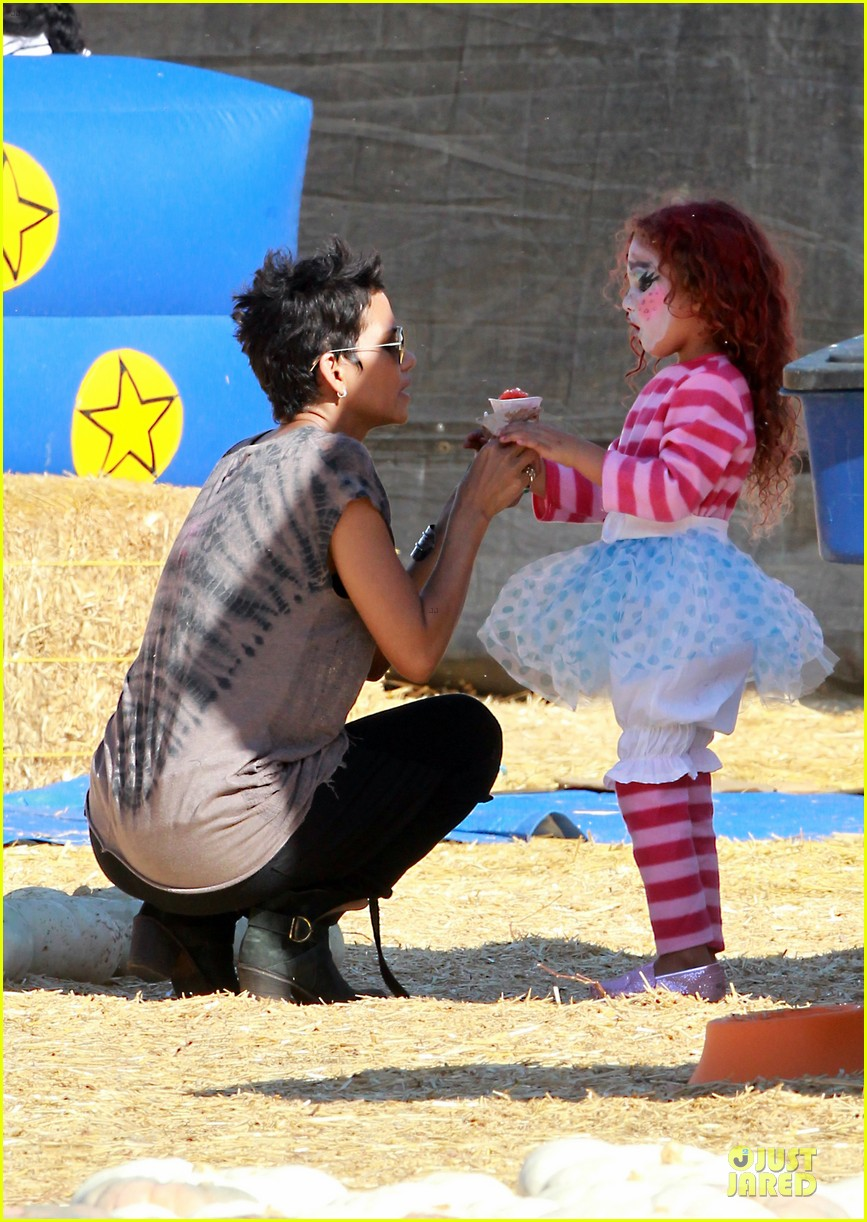 Холли Берри с дочерью