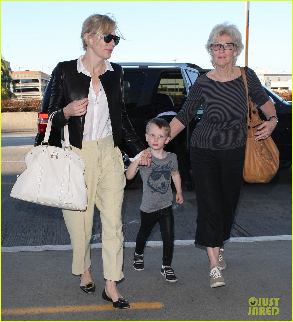 cate blanchett family flight 01