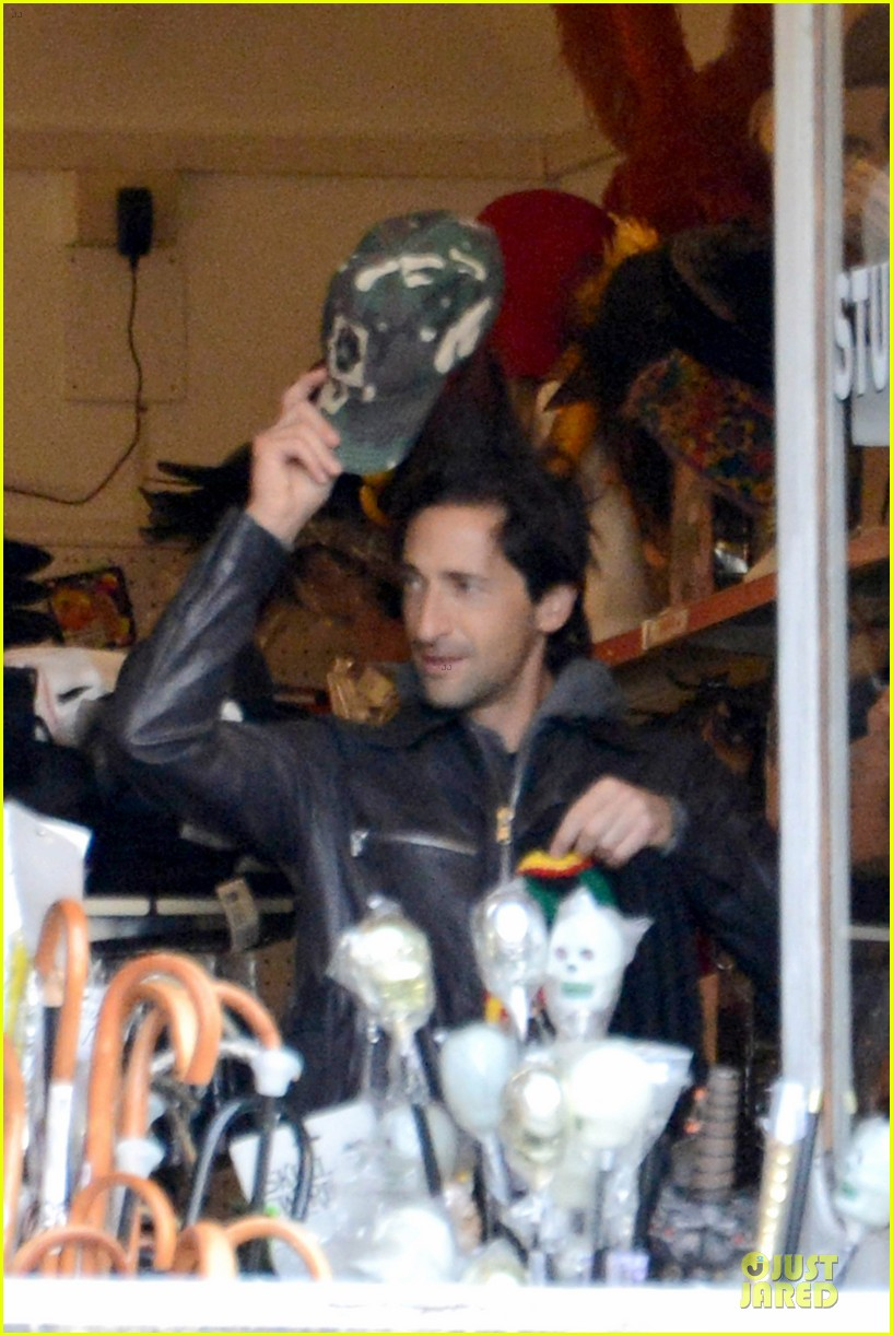 adrien brody halloween shopping in rome 23