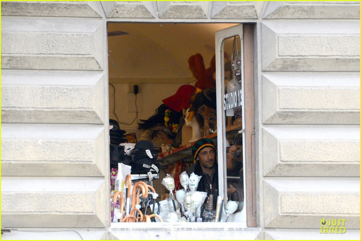 adrien brody halloween shopping in rome 24