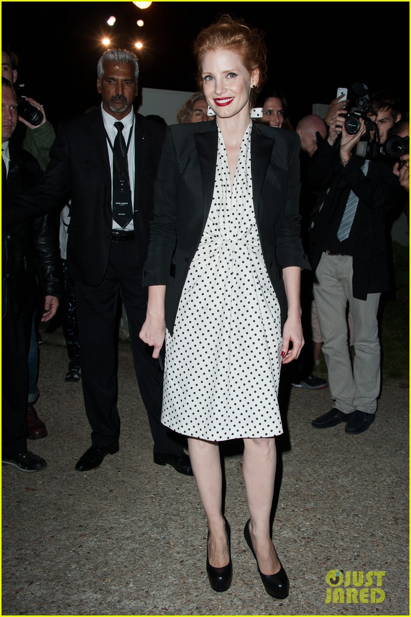 jessica chastain salma hayek yves st laurent fashion show 01