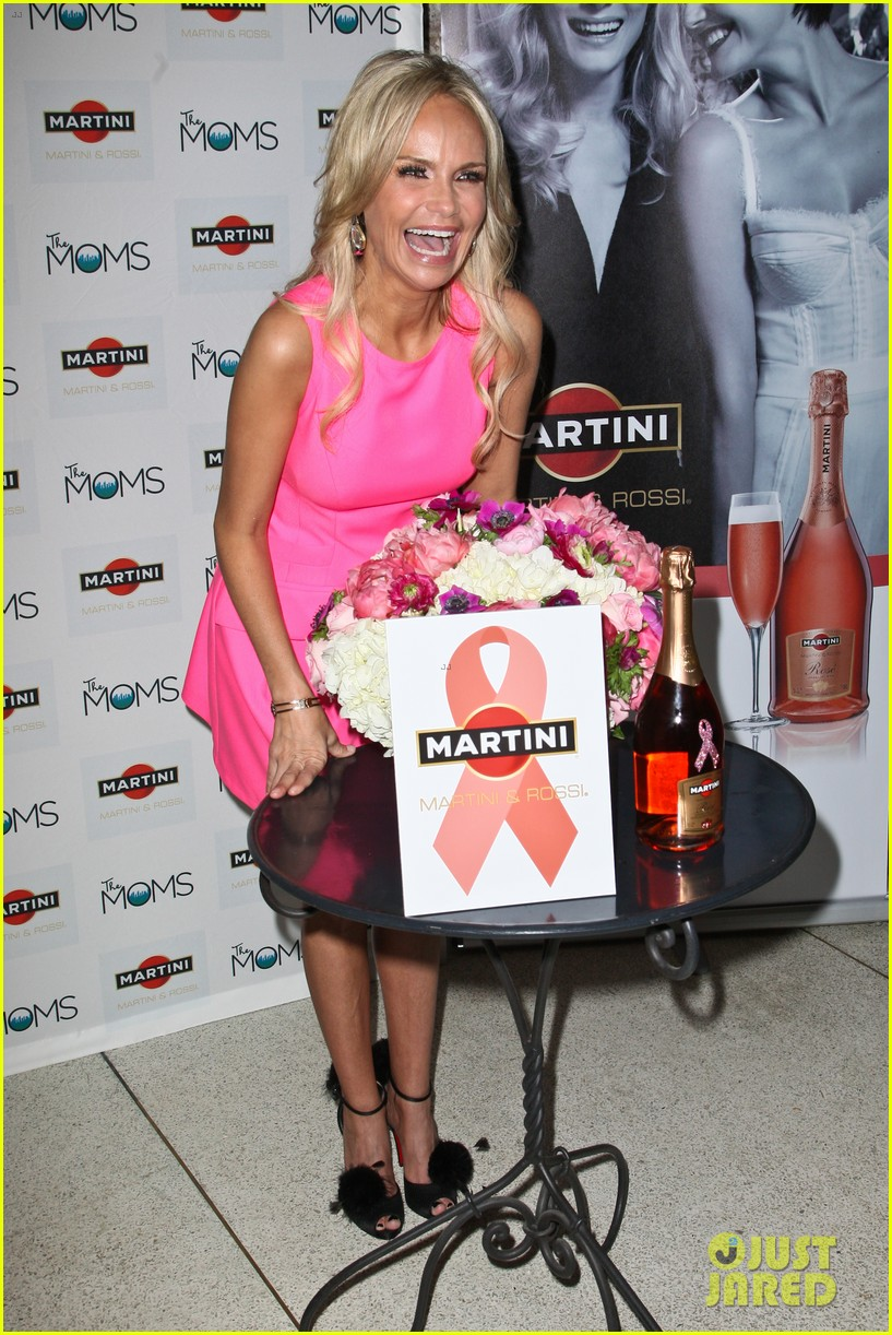 kristin chenoweth toasts to cancer survivors 10