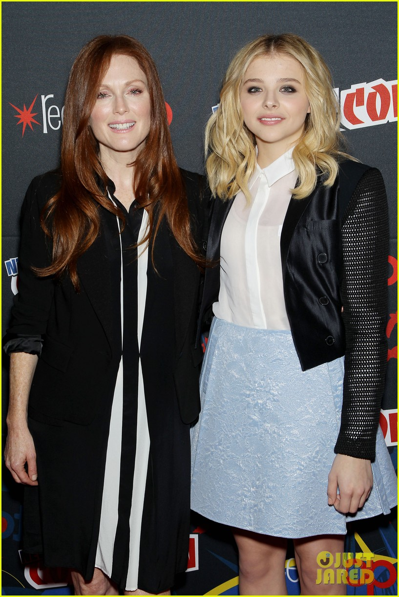 chloe moretz julianne moore comic con 2012 27