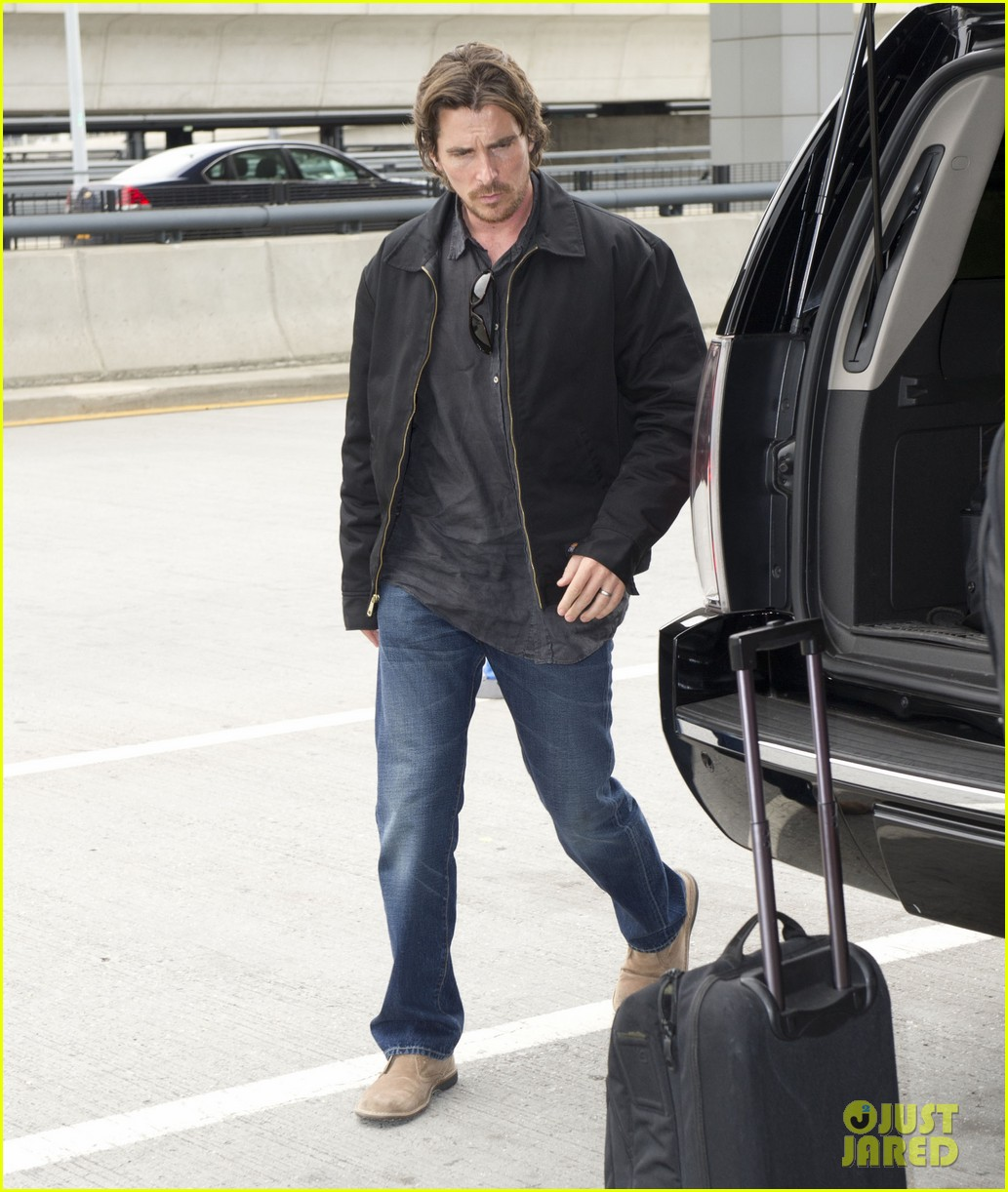 christian bale jfk airport arrival with sibi blazic 05