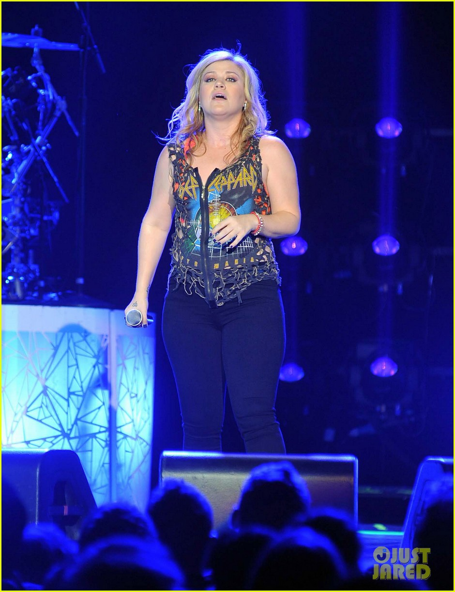 kelly clarkson on brandon blackstock were so getting married 14