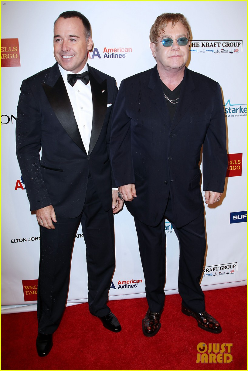 anderson cooper elton john aids foundation benefit 01
