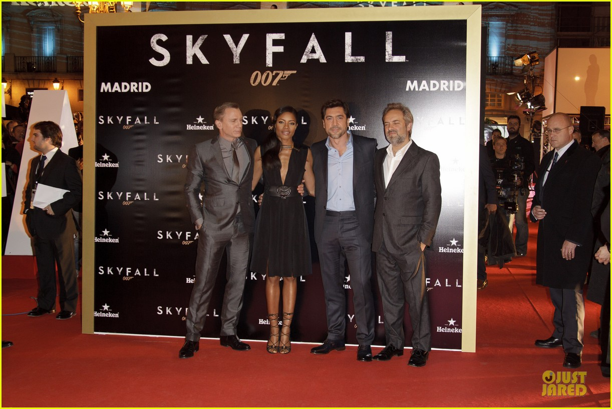 daniel craig javier bardem skyfall madrid premiere 05