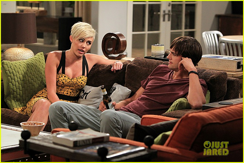 miley cyrus new two and a half men stills 05