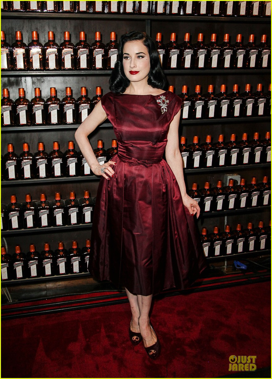 dita von teese cocktail debut in new york 14