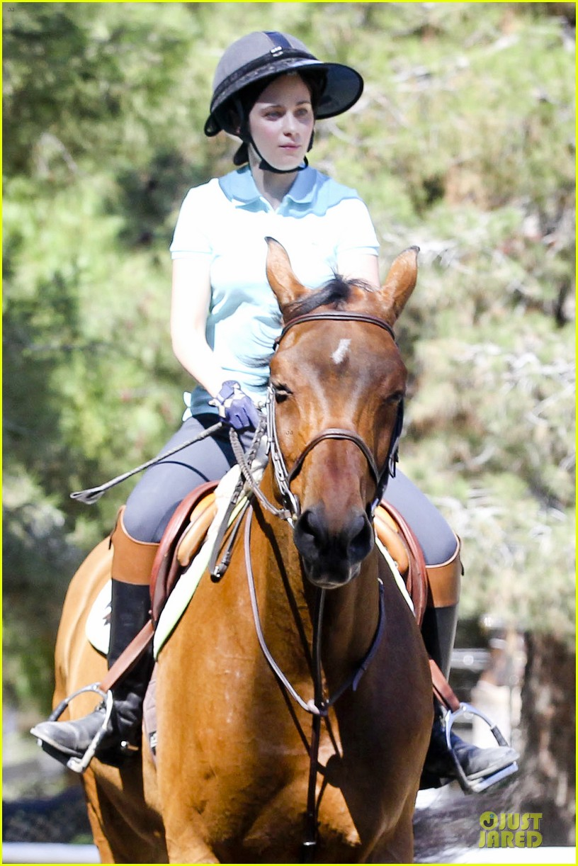 zooey deschanel horseback riding class 02