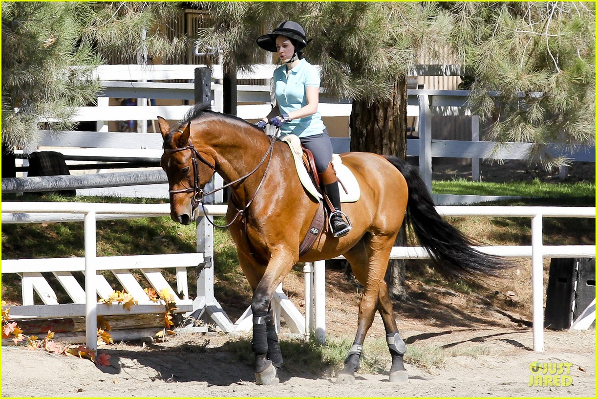 zooey deschanel horseback riding class 032741329