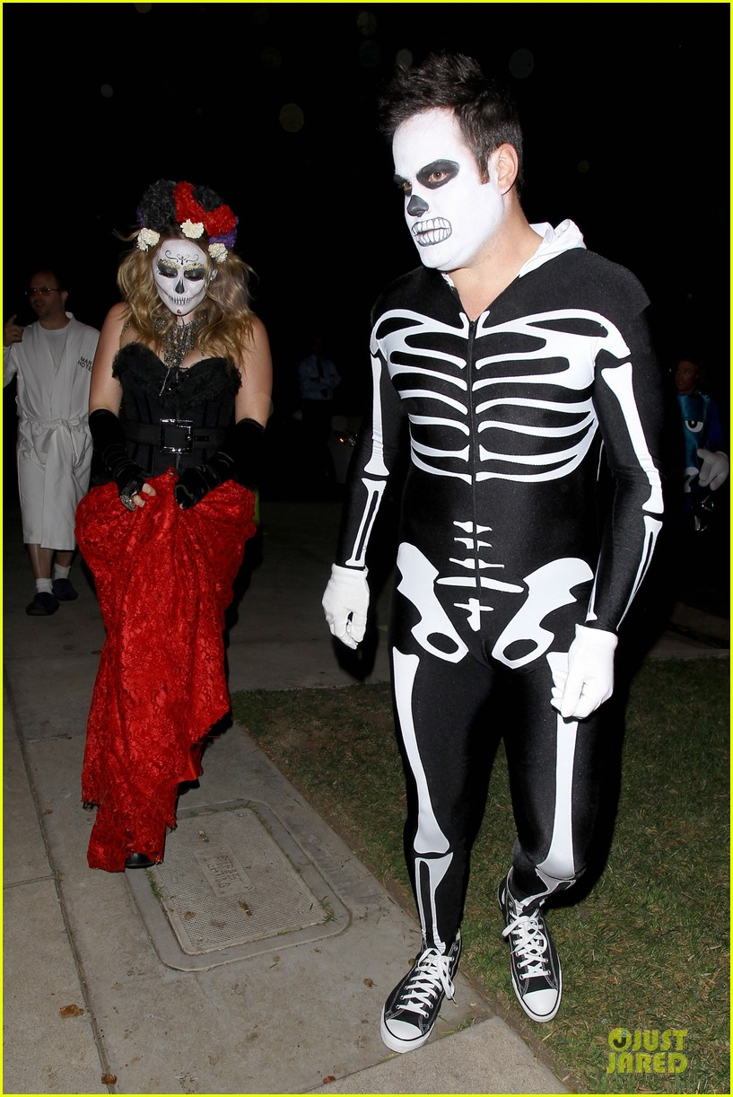 Hilary Duff & Mike Comrie: Day of the Dead Halloween Couple ...