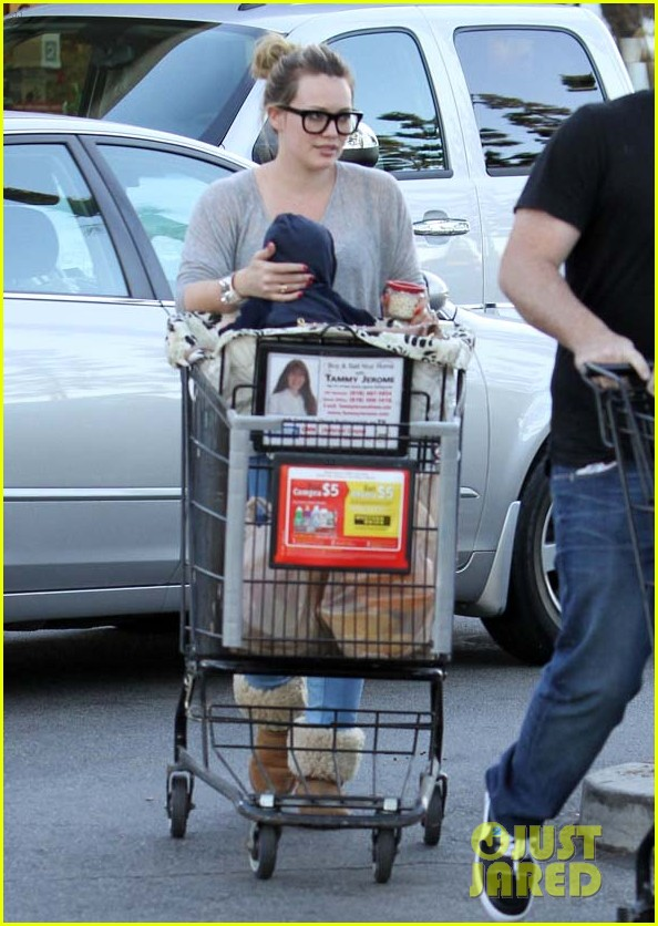 hilary duff mike comrie luca food shopping 162747029