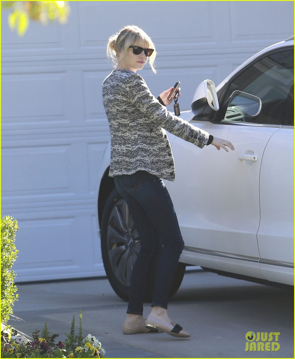 emma stone studio city friend visit 09
