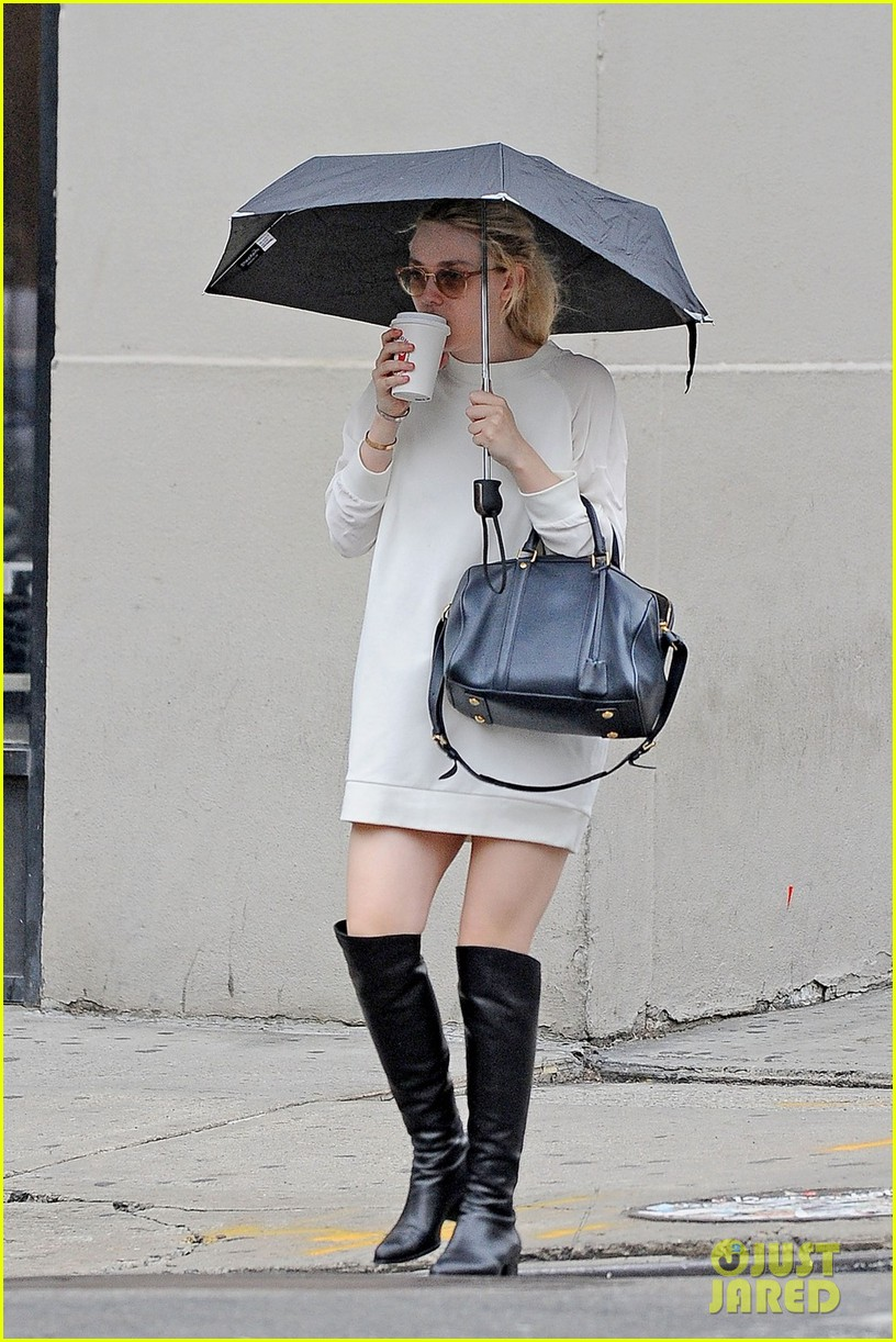 dakota fanning rainy day coffee run 05