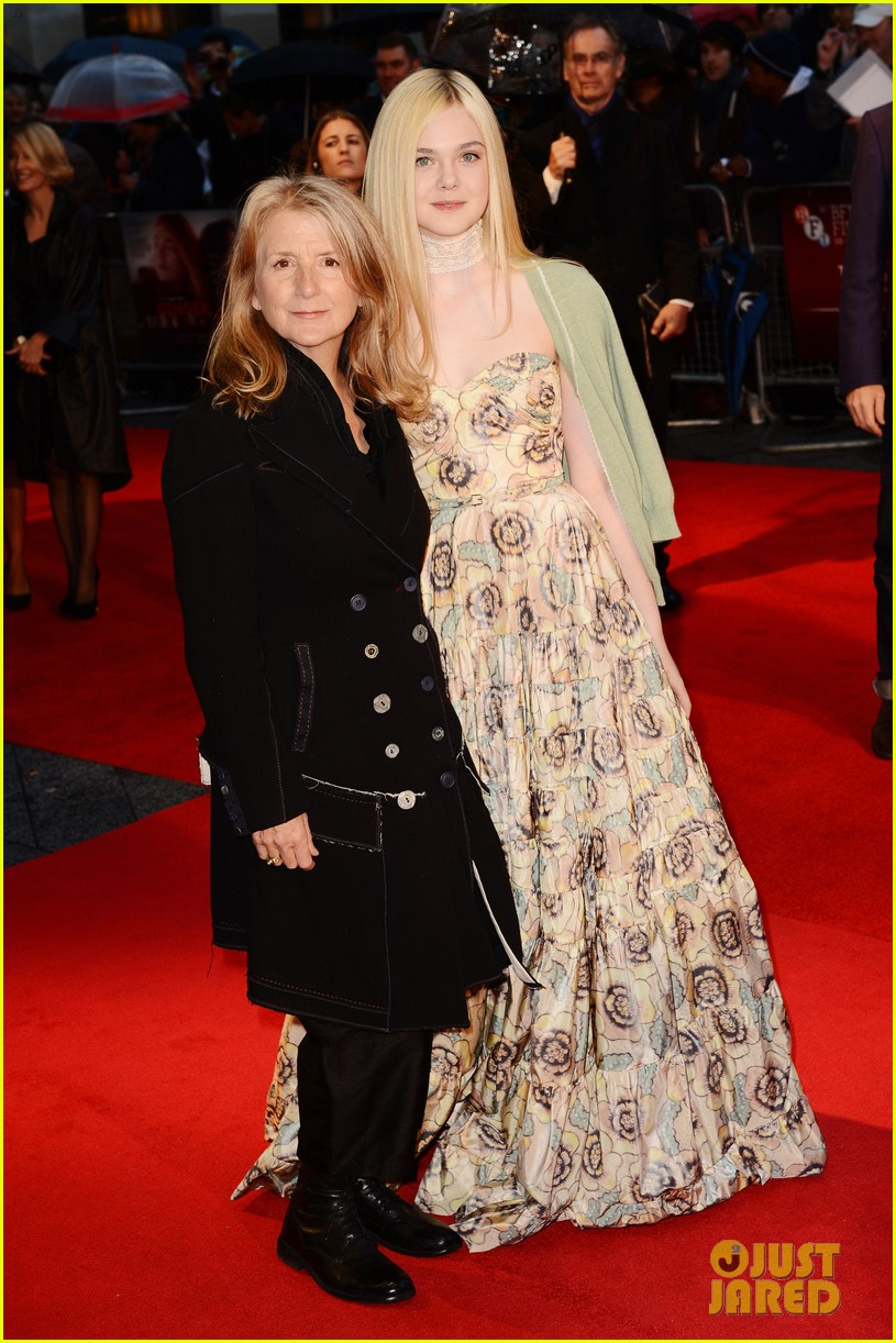 elle fanning ginger rosa london premiere 04