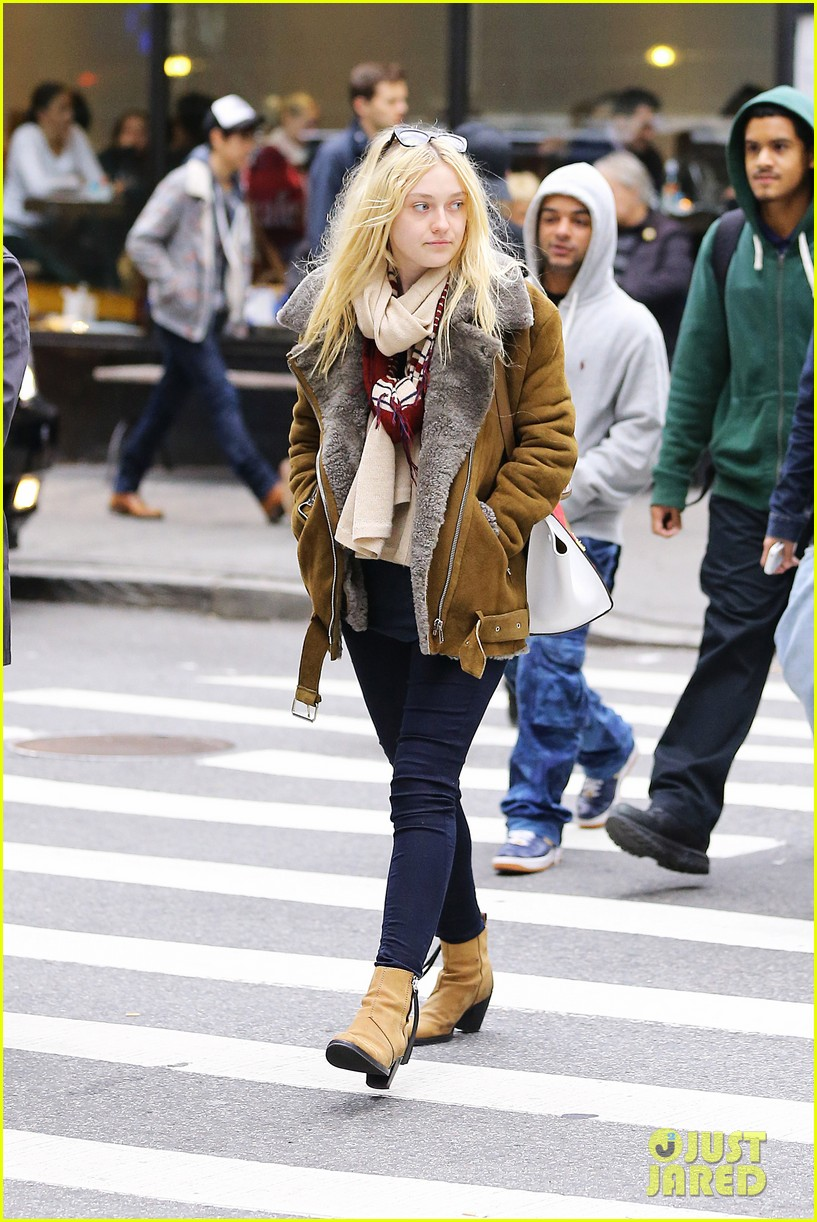 dakota fanning soho shopping 04