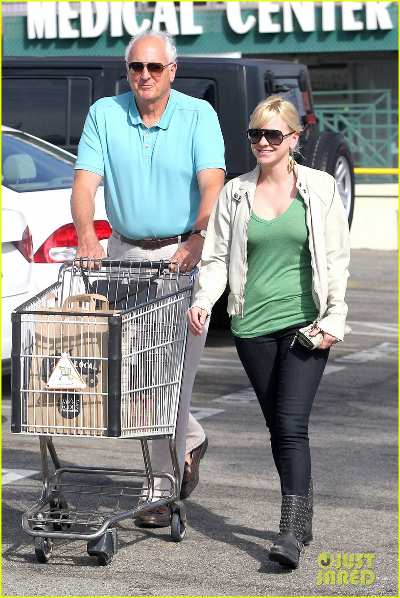 anna faris grocery shopping dad 04
