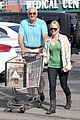 anna faris grocery shopping dad 06