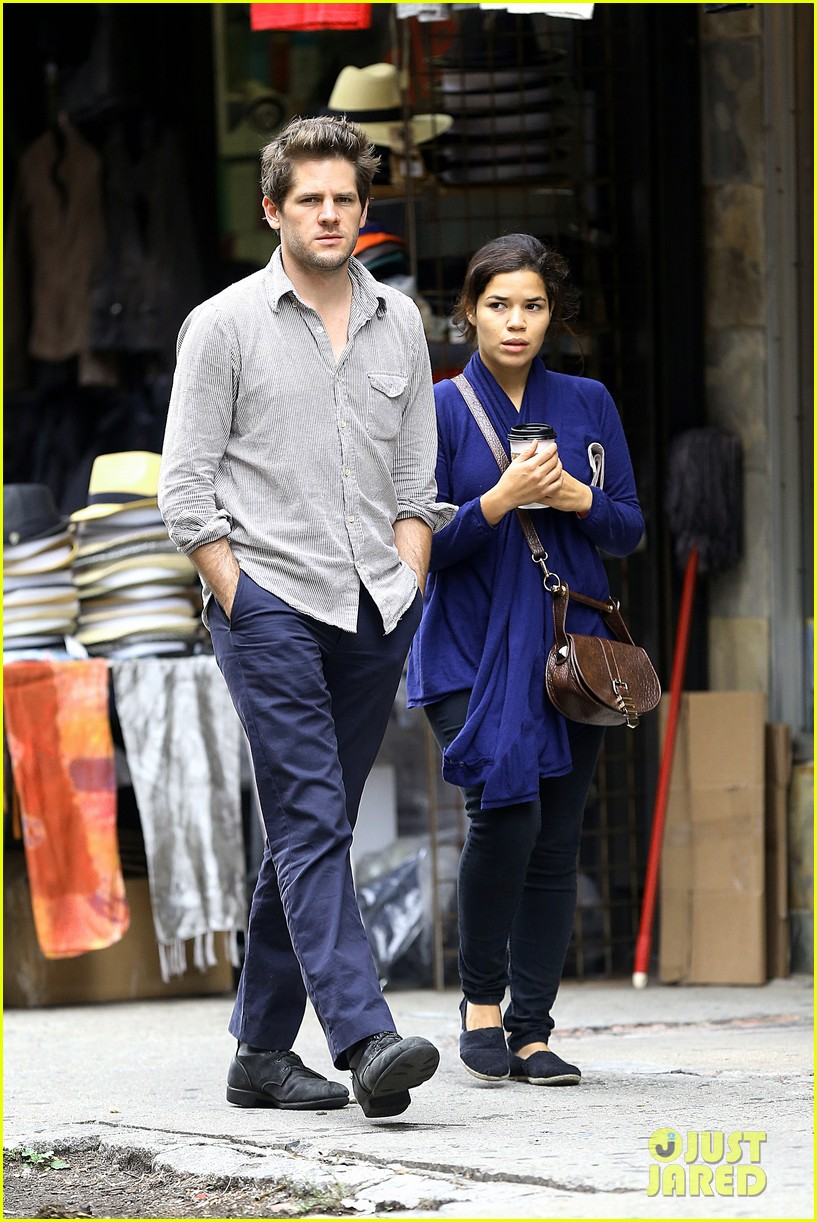 america ferrera ryan piers williams soho stroll 05