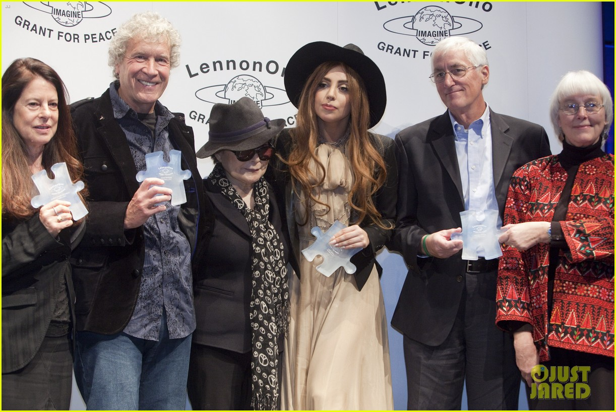 lady gaga lennon ono grant for peace awards 022735868
