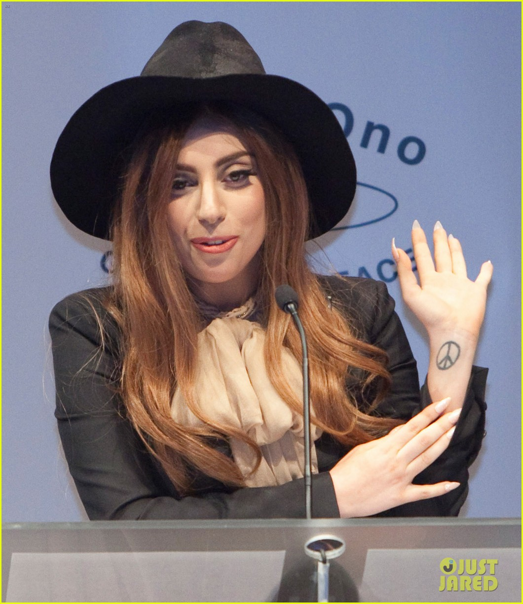 lady gaga lennon ono grant for peace awards 052735871