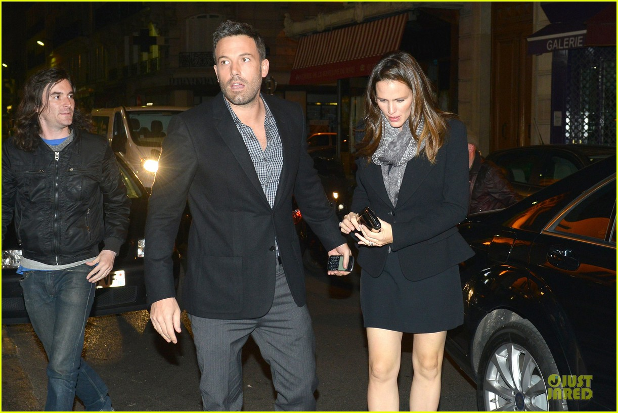 Who is ben affleck dating 2012. sercetly dating then announce it a few months later.