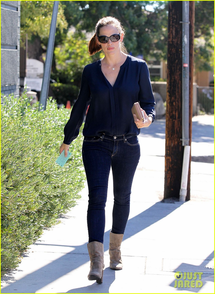 jennifer garner lunch meeting in brentwood 05