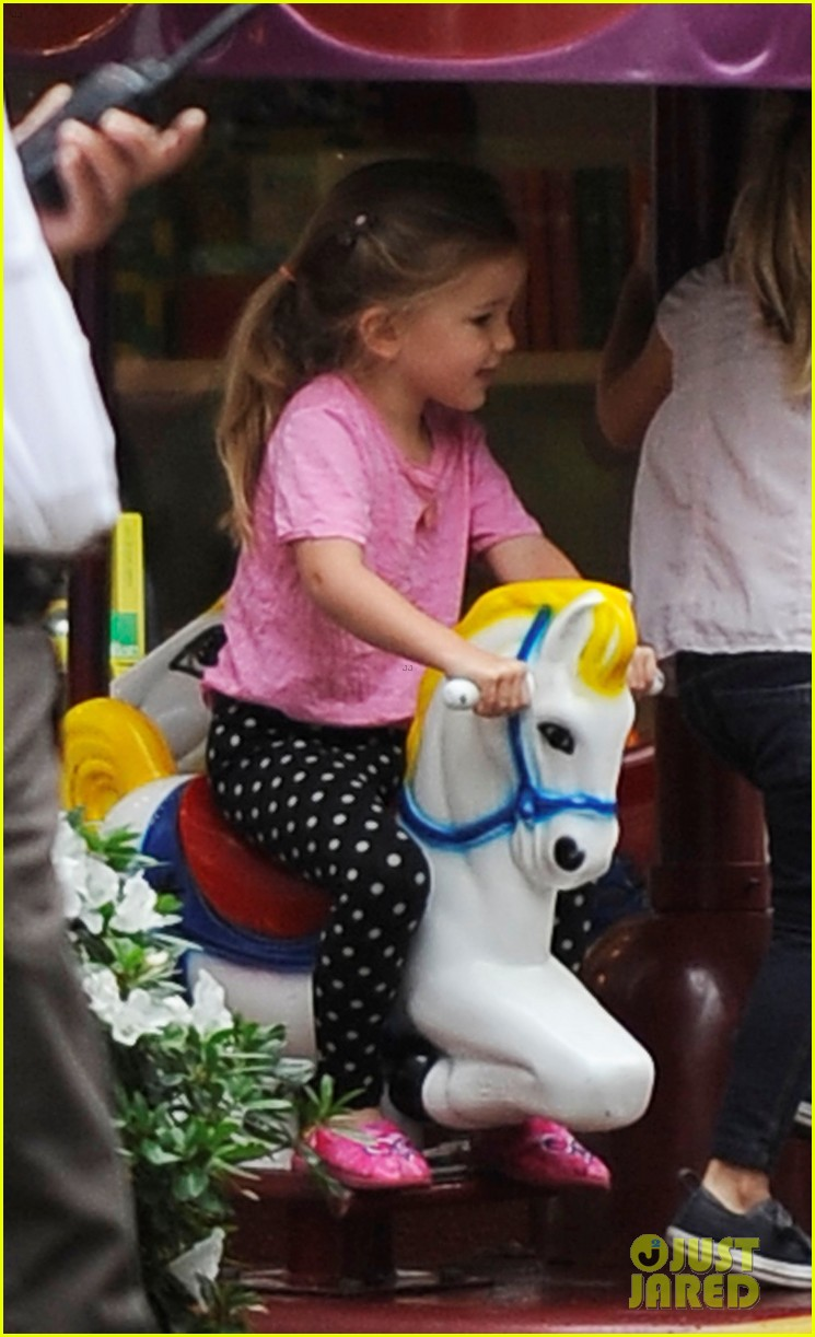 jennifer garner merry go round ride for seraphina 022740591