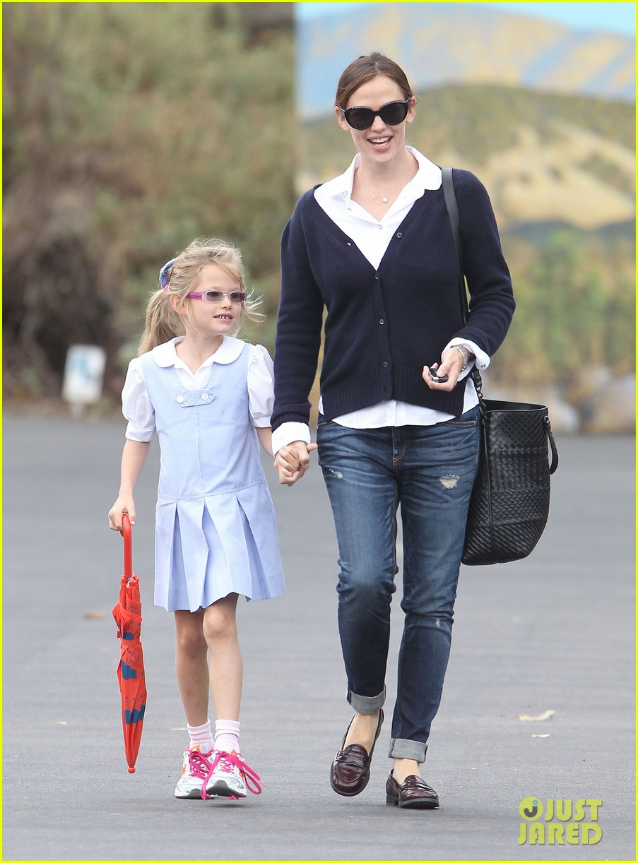 jennifer garner after school snack time 052742870