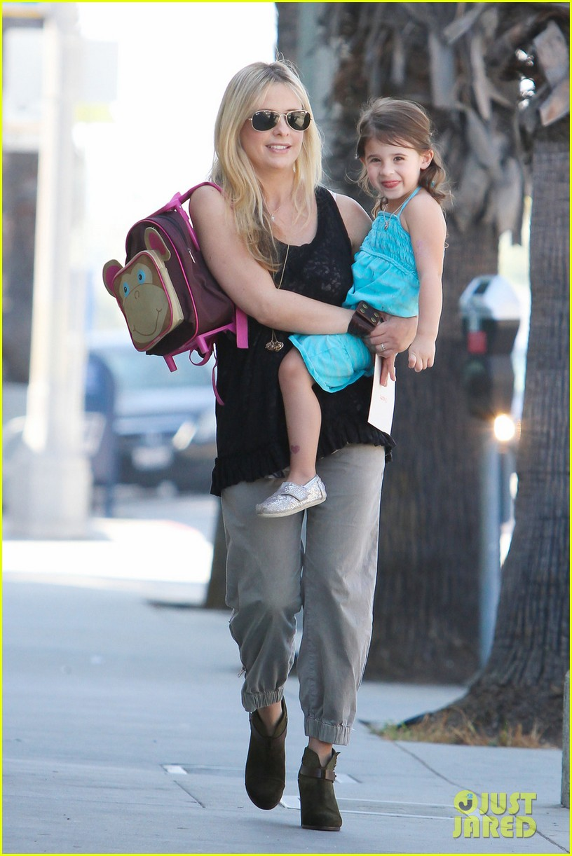 sarah michelle gellar mommy daughter tuesday twosome 01