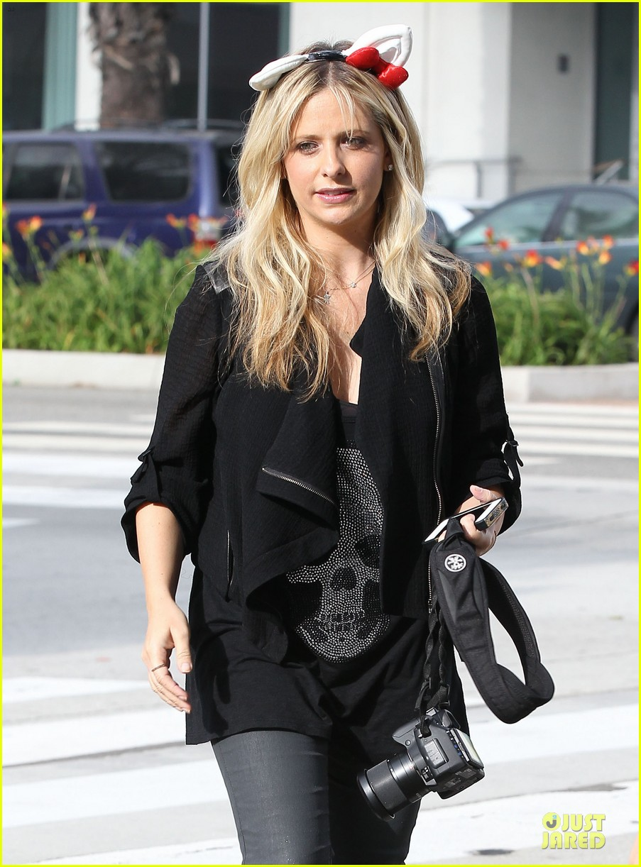 sarah michelle gellar mommy daughter tuesday twosome 16