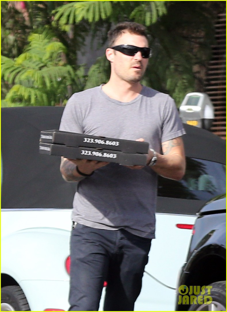 brian austin green pizza to go 02