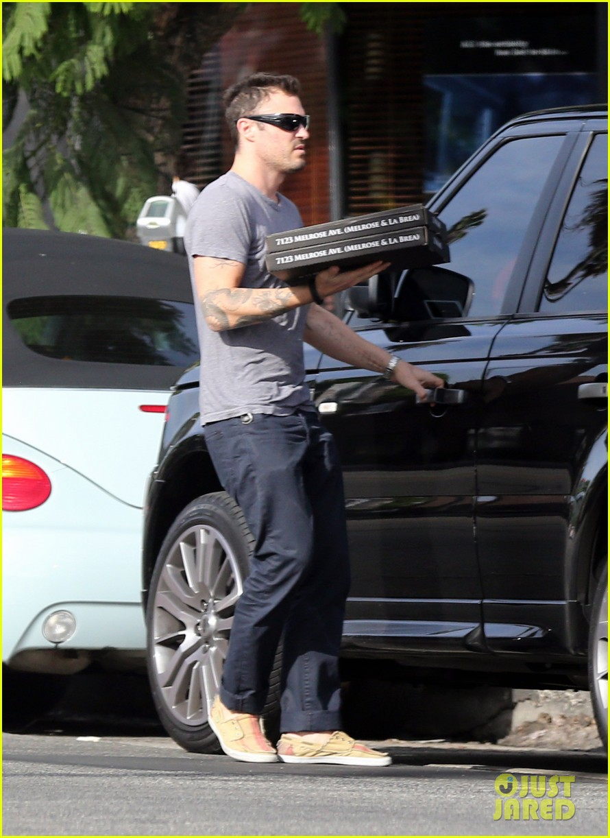brian austin green pizza to go 03