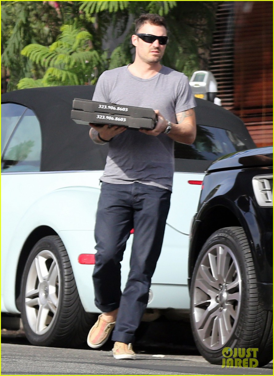 brian austin green pizza to go 06
