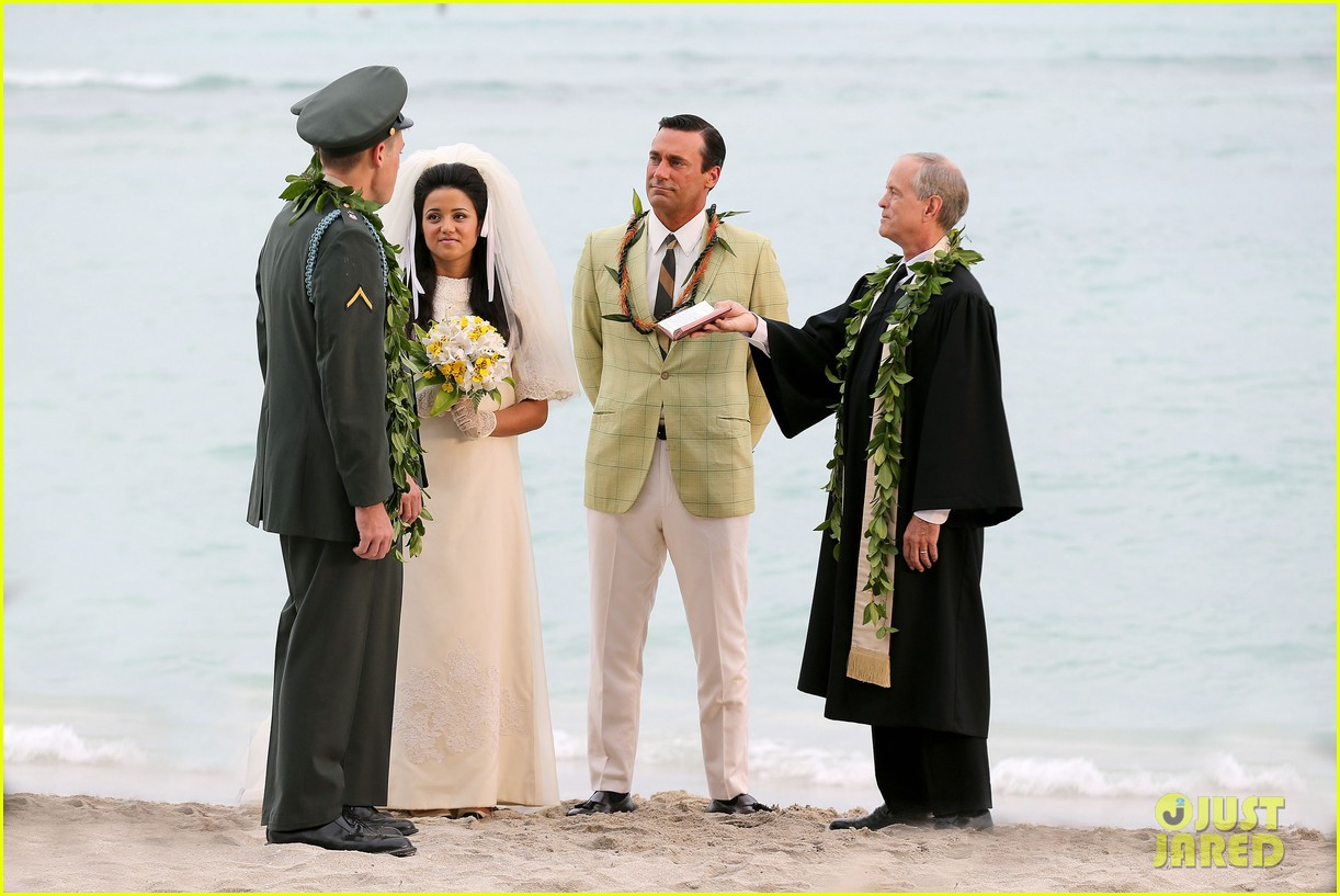 jon hamm jessica pare beach wedding for mad men 04